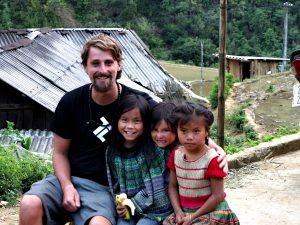 with-kids-in-vietnam-viktor-vincej